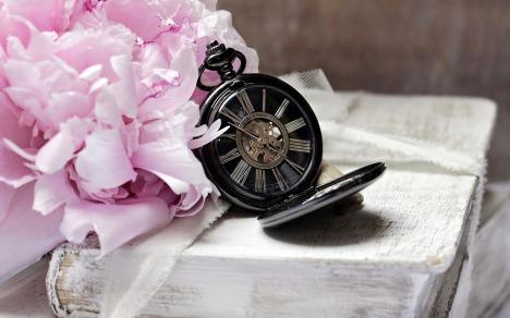 horloge rose.jpg