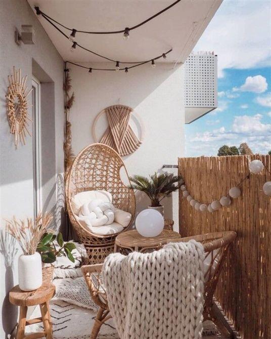 Aménager son balcon en coin cocooning tout en bois et osier #balcon #idéedéco #insipration #tendance #cocooning